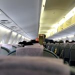 「commercial」「commercial flight」はどんな意味?